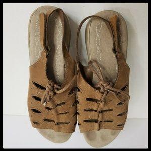 4019b10ae52b Cobbie Cuddlers Women leather sandal Brown sz 8.5w